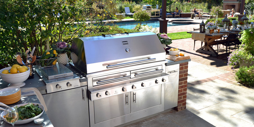 Outdoor Kitchen Grill Sink and Brick