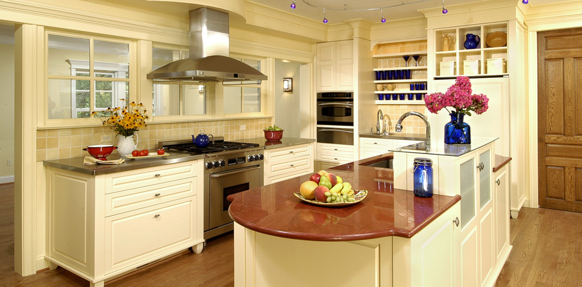 Historic Transitional Commonwealth Home Design